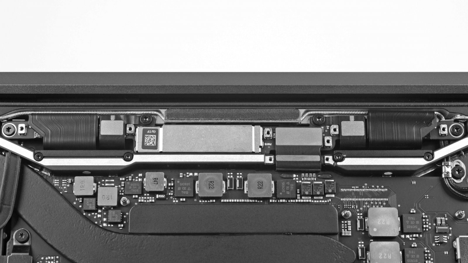 """The Design Flaw Behind MacBook Pro's """"Stage Light"""" Effect"""