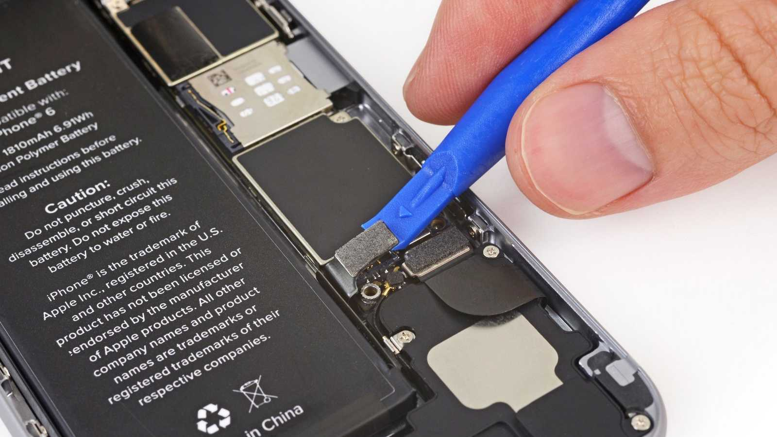 Disconnecting the battery inside an iPhone