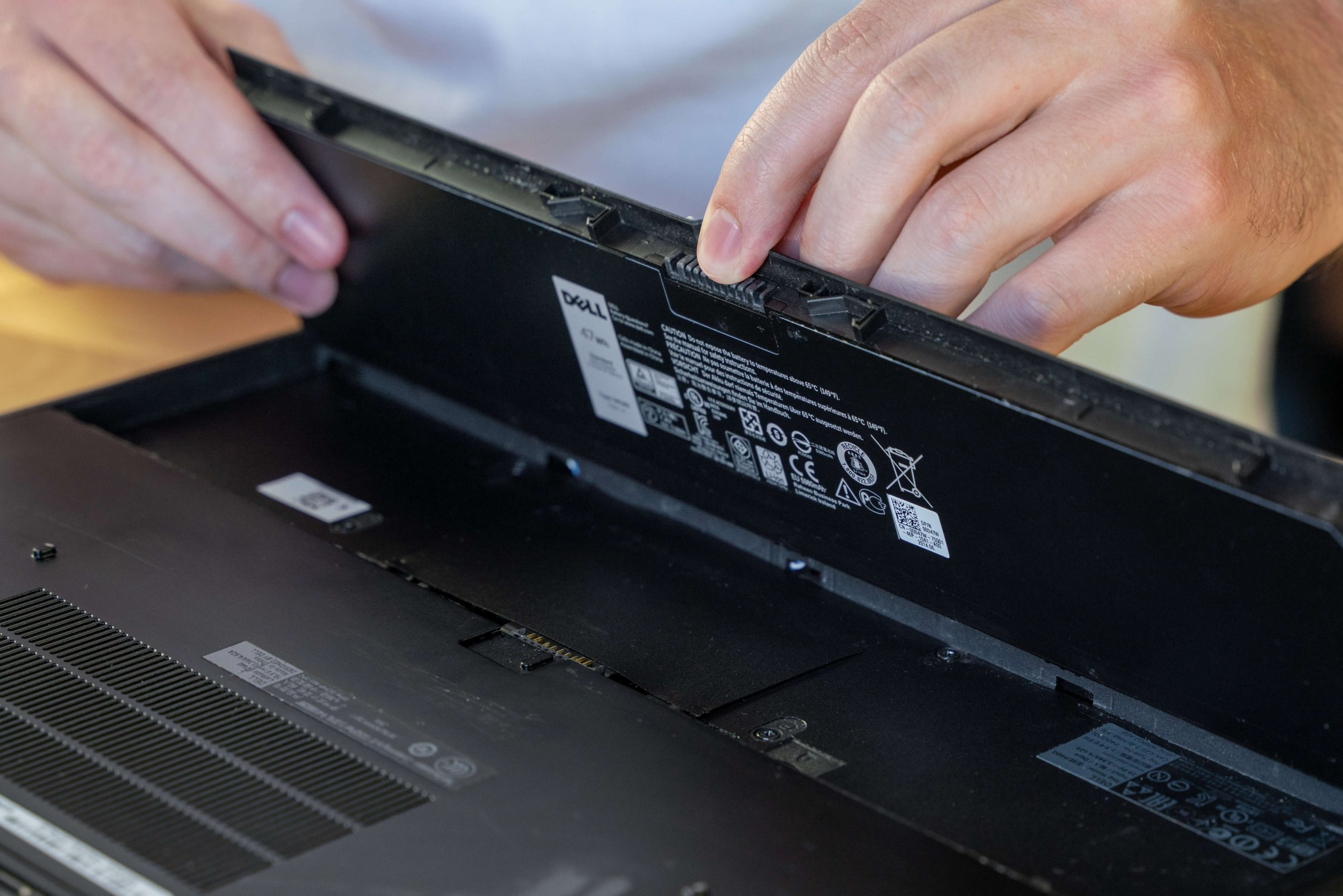 Changing a PC laptop battery