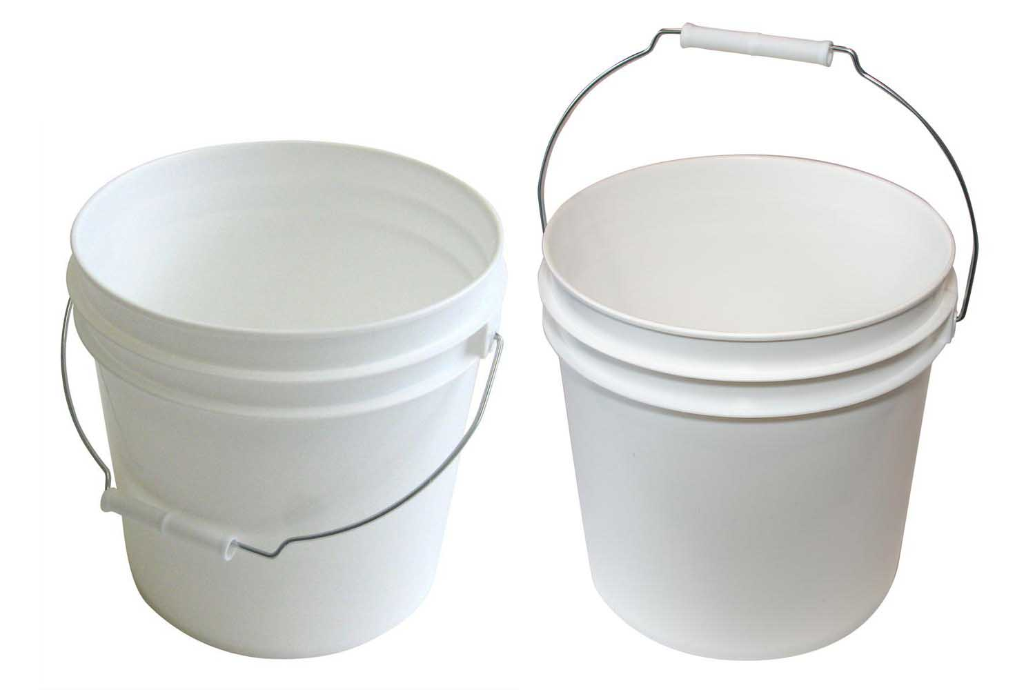 Water buckets for rinsing your wash mitt