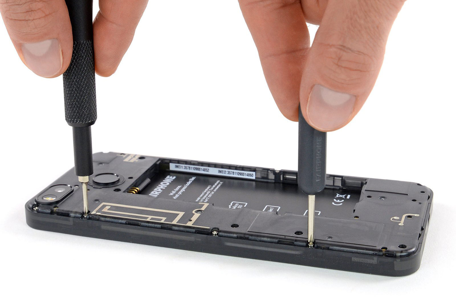 The Fairphone 3 display is tightened with screws only.