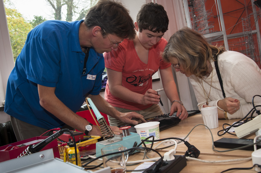 People fixing something at a Repair Café