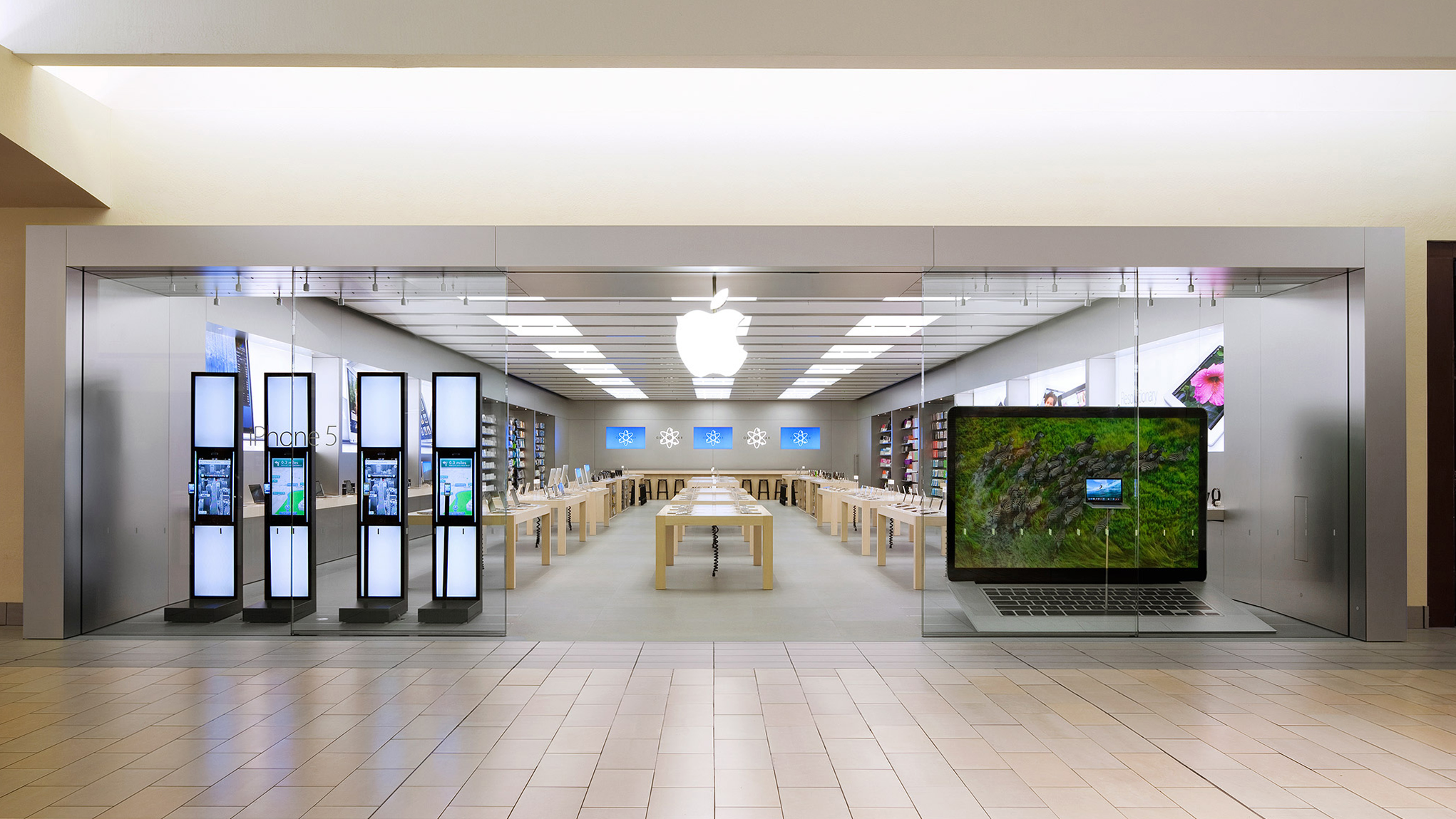 The storefront of the Apple Store in Bakersfield, California.