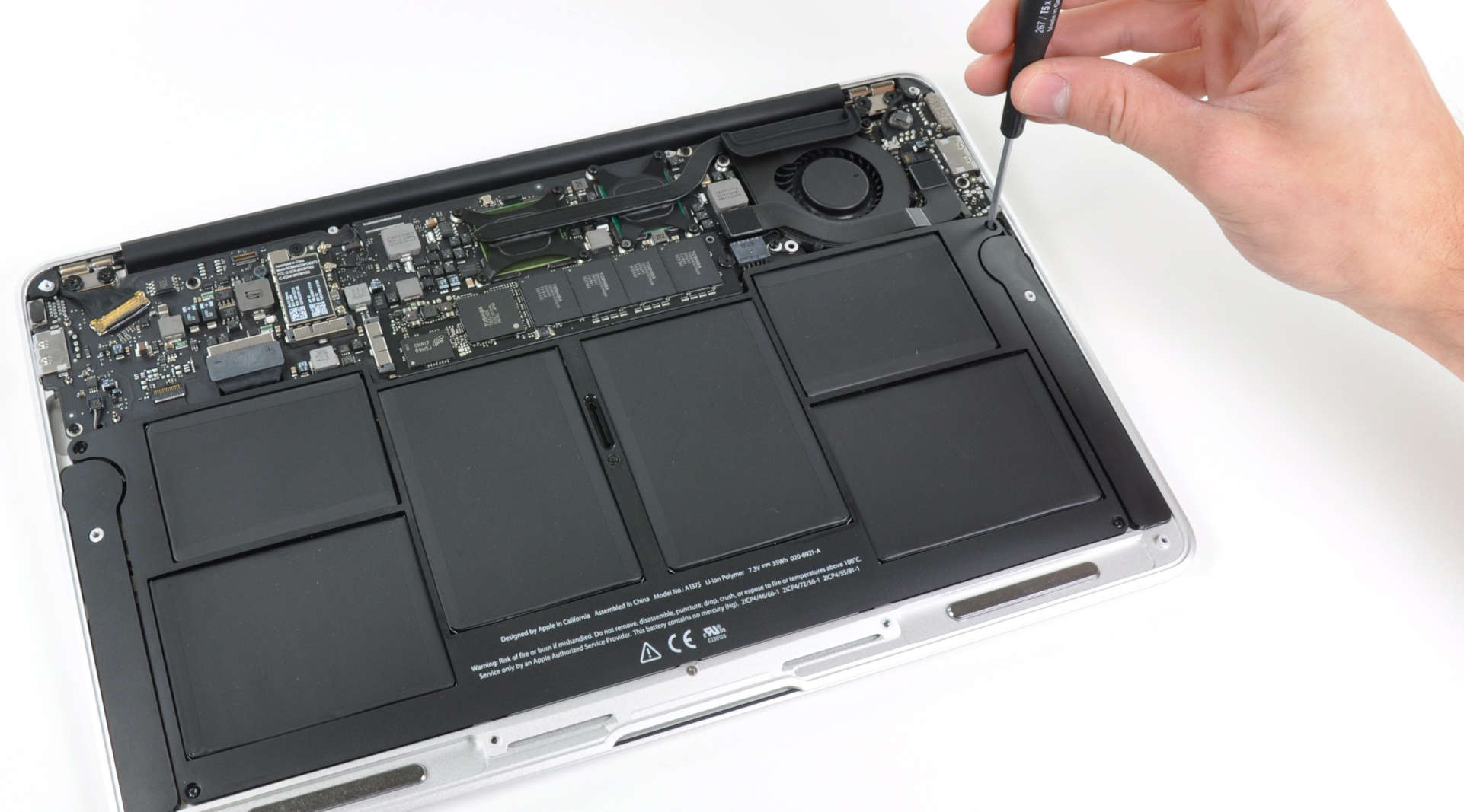 The internals of the 2010 MacBook Air.