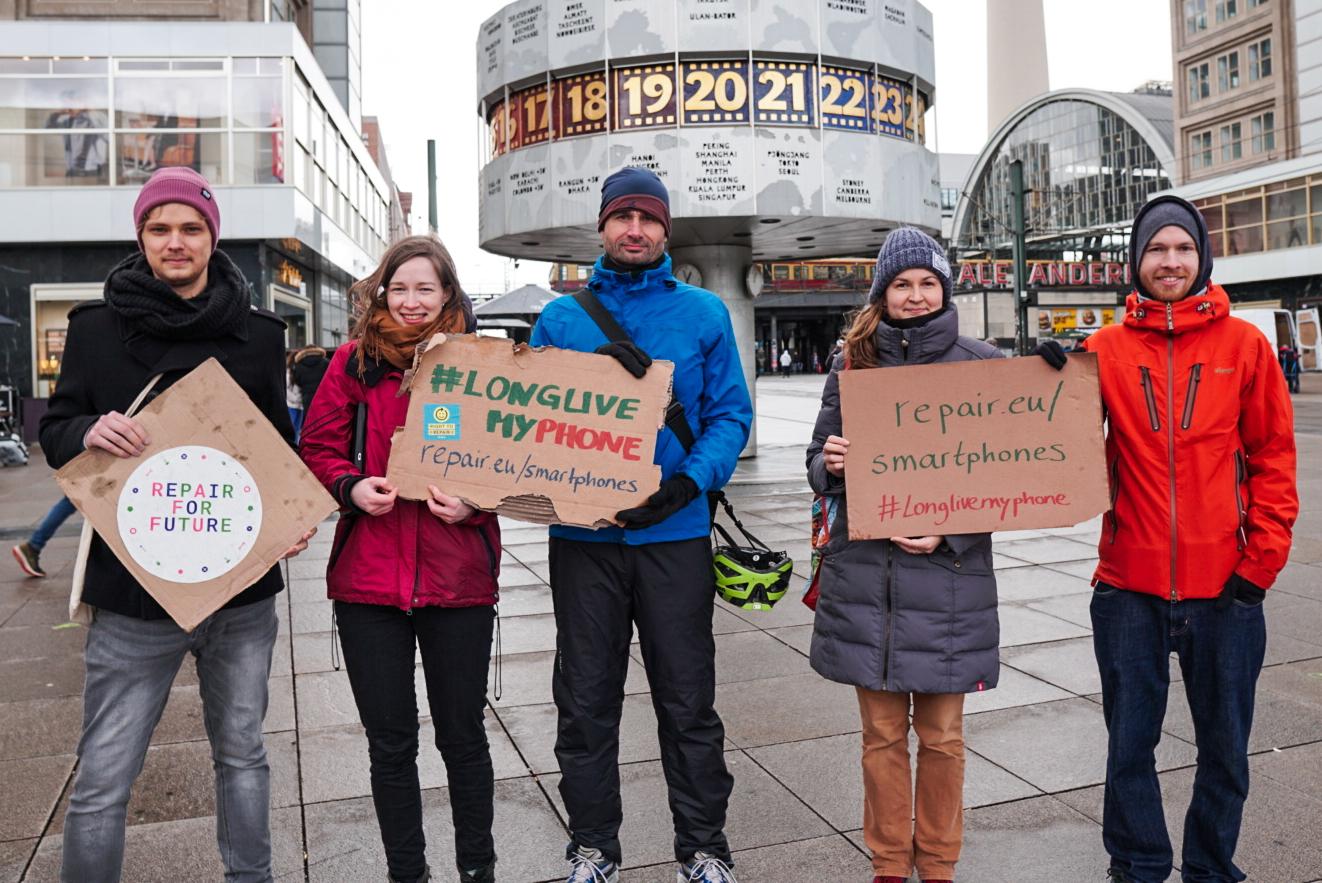 Activists Demanding Repairable Phones