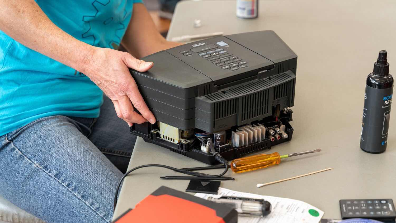 Repairing a speaker during a repair cafe
