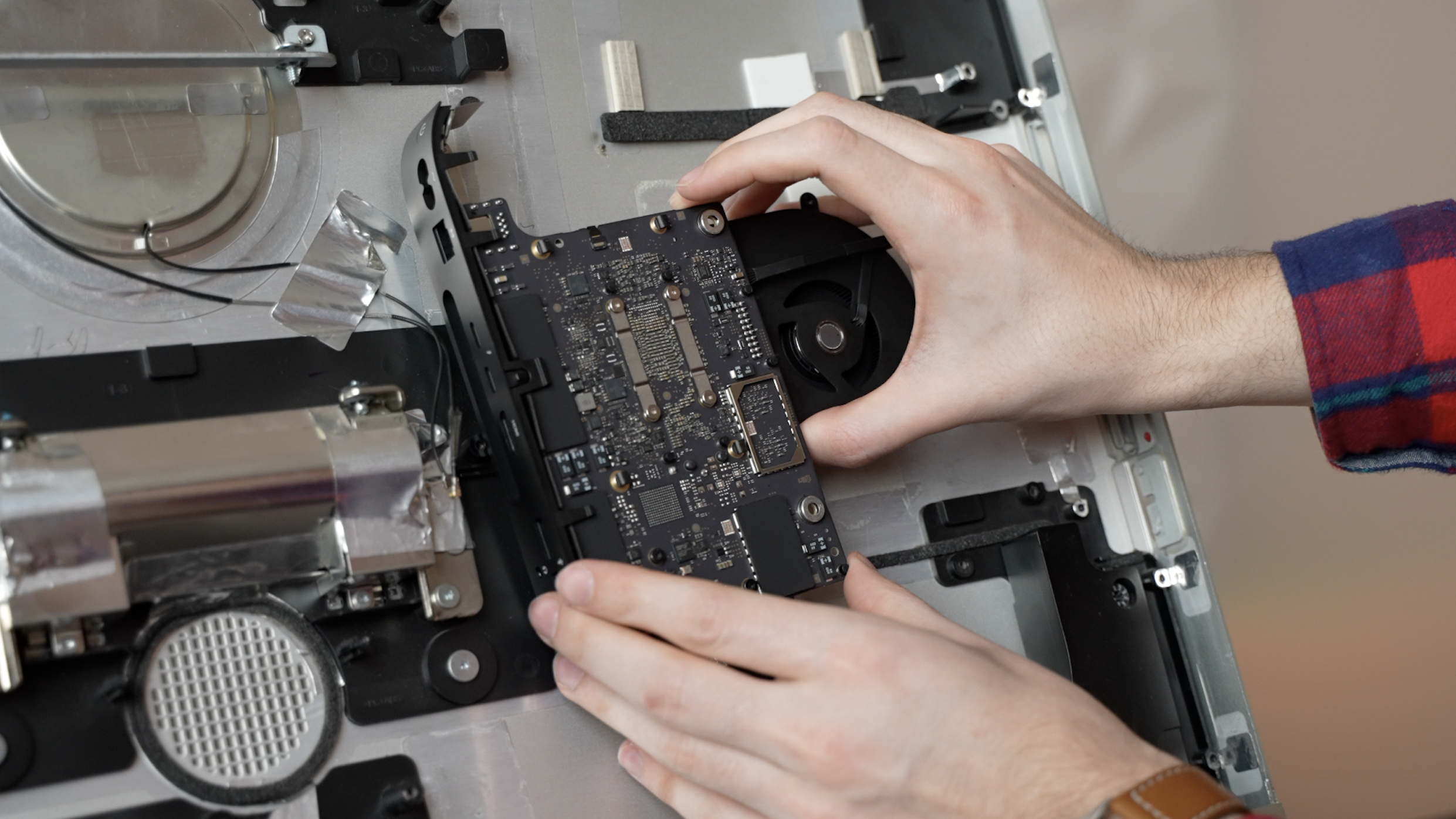 Inserting an M1 logic board into an iMac body