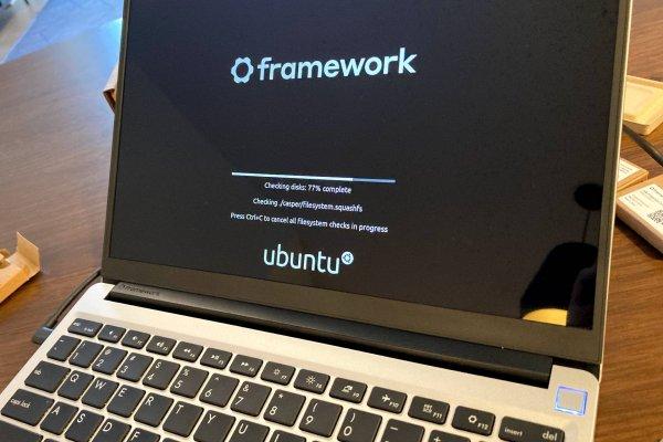 Framework laptop booting up with Ubuntu
